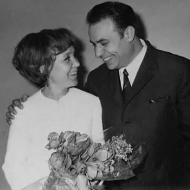 Слухи об актрисе ходили разные, и не самые приятные. Но все было гораздо проще - Надежда Румянцева влюбилась в армянского дипломата. Как-то Надежду пригласил на день рождения один из многочисленных знакомых. Там с ней и заговорил Вилли Хштоян.