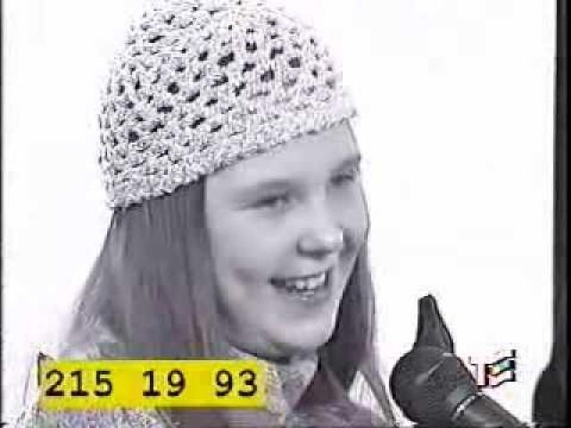 """Однажды выступление девятилетней Пелагеи услышал лидер группы """"Калинов мост"""" и предложил ей отправиться в Москву на конкурс """"Утренняя звезда""""."""