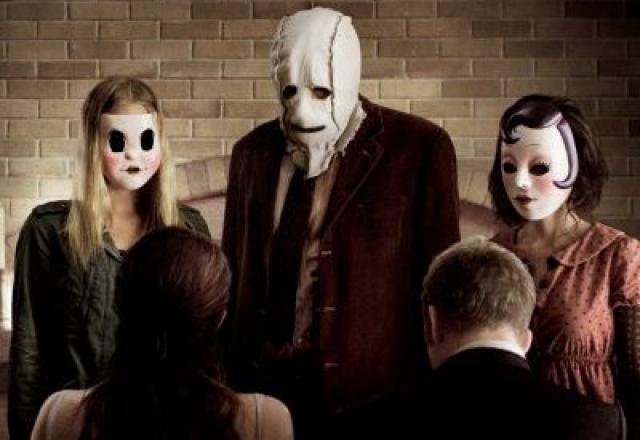 """""""Незнакомцы"""" . Американский фильм ужасов с группой маньяков в масках."""