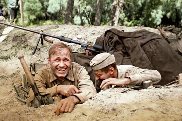"""Тогда Бондарчук уговорил Шукшина сняться в его новой картине - """"Они сражались за Родину"""", где ему предстояло сыграть роль бронебойщика Лопахина. Съемки должны были проходить в августе - октябре 1974 года на Дону."""