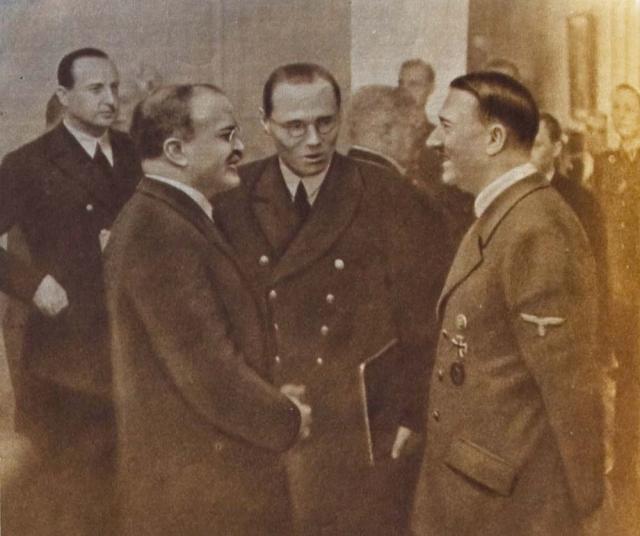 В конце беседы Гитлер сказал, что сожалеет, что ему до сих пор не удалось встретиться с такой огромной исторической личностью, как Сталин, тем более, что он думает, что, может быть, и он сам попадет в историю. Но он полагает, что Сталин едва ли покинет Москву для приезда в Германию, ему же (Гитлеру) во время войны уехать никак невозможно. Молотов присоединяется к словам Гитлера о желательности такой встречи и выражает надежду, что такая встреча состоится. На этом беседа, продолжавшаяся 3 часа 3 минут, завершилась.