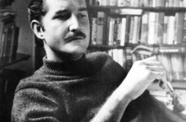 В 1946 году он поступил на юридический факультет, но высшее образование не закончил, так как в 1950 году решил стать писателем и журналистом. Для этого с 1950 по 1959 годы Габриэль трудился над ведением колонки в газете маленького колумбийского городка, а затем стал писать свои статьи для столичной газеты Эль Эспектадор.