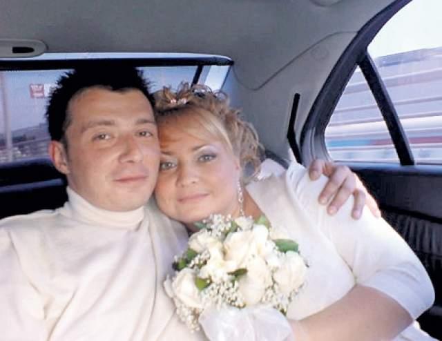 Светлана Пермякова очень хотела иметь крепкую семью и детей, но счастливое замужество оказалось несбыточной мечтой. В 2008 году, когда КВНщице было 36 лет, она вышла замуж за арт-директора одного из московских ночных клубов Евгения Бодрова. Но тот, как оказалось, был психически нездоров, да еще и ВИЧ-инфицирован.