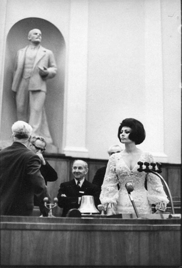 Софи Лорен , 1965. Итальянская актриса в зале заседания Кремлевского дворца съездов.