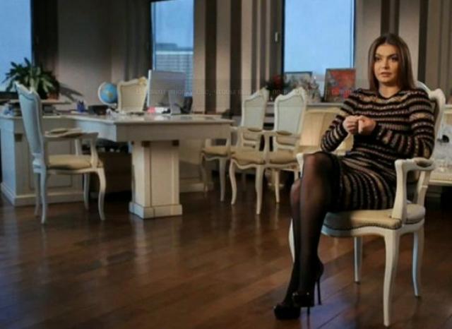 """Также СМИ рассказывали, что она живет в роскошной вилле в закрытом поселке, принадлежащем """"Газпрому""""."""