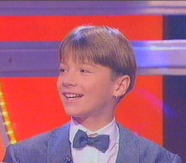 С девяти лет маленький Сережа начал петь в ансамбле имени В. Локтева и играл в театре Бориса Покровского.