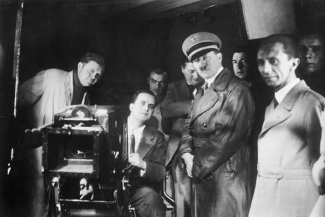 Каждый вечер перед сном Адольф смотрел фильм в своем кинотеатре, причем обычно выбирал запрещенные для немцев иностранные картины. Особой любовью пользовались комедии.