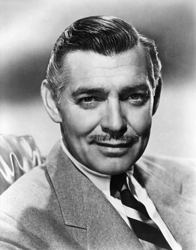 Кларк Гейбл. В большинстве фильмов американский актер снимался именно с усами, которые определенно придавали его образу больше мужественности.