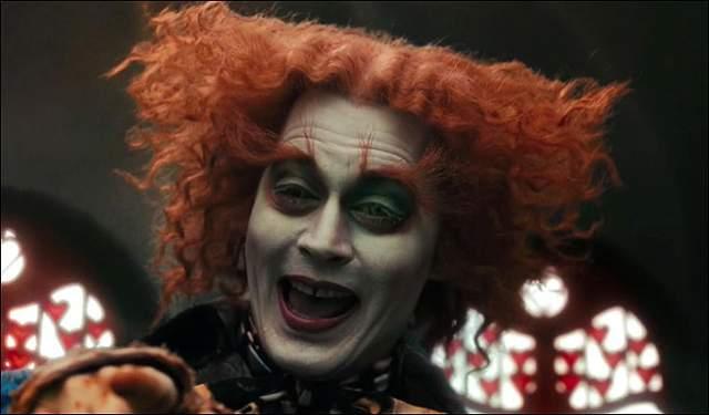 Джонни Депп иногда пытается бороться со своим страхом и окружает себя главными атрибутами клоунов: париками и красными носами.