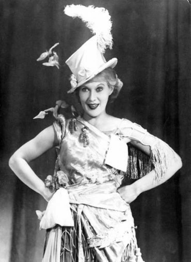 """Успех к Орловой пришел в 33 года. Позже ее супруг, роли в фильмах которого принесли Любови всенародную любовь, признался, что успех Орловой в """"Веселых ребятах"""" был для него неожиданным."""