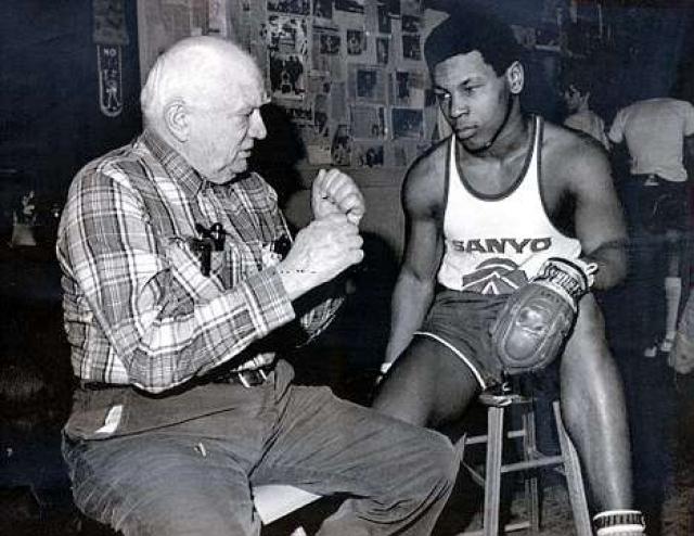 В 15 лет Тайсон начал любительскую карьеру, которая сложилась у него не так удачно, как ожидалось, а 6 марта 1985 года впервые вышел на профессиональный ринг.