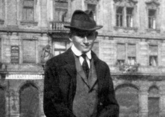 Франц Кафка. Его книги, которыми сегодня зачитываются миллионы, в свое время воспринимались как нечто непонятное. Правда, тут сказывался и характер самого Кафки, который был человеком нелюдимым, отличался психической неуравновешенностью и имел много тяжелых заболеваний.