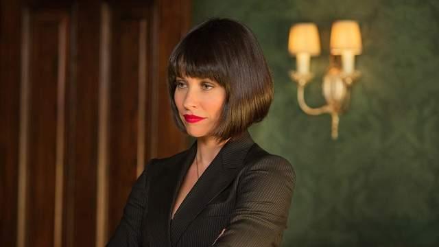 Она - прекрасно подготовленный боец, который тренирует Скотта Лэнга и неожиданно для самой себя влюбляется в него.