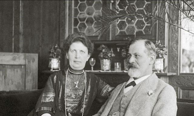 """Однако на протяжении всей супружеской жизни о каких-либо романах ученого """"на стороне"""" неизвестно."""