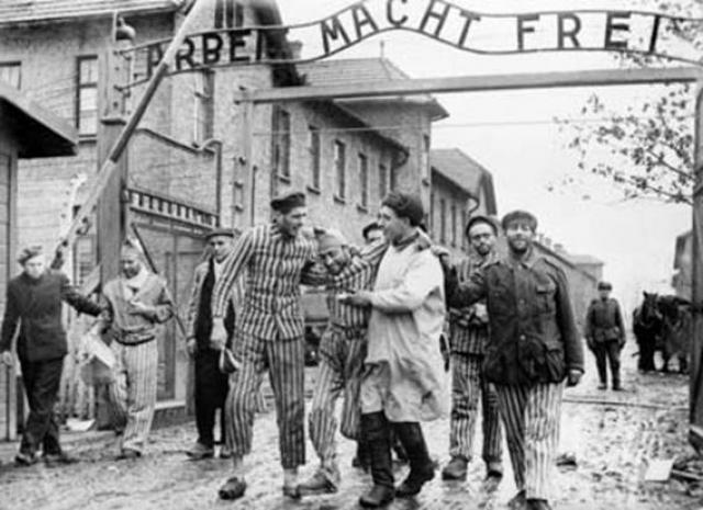 По некоторым данным советские войска освободили около 6 тысяч заключенных, однако в книге Ота Крауса и Эриха Кулка приводится цифра 2189 человек, среди которых 200 детей в возрасте от 6 до 14 лет.
