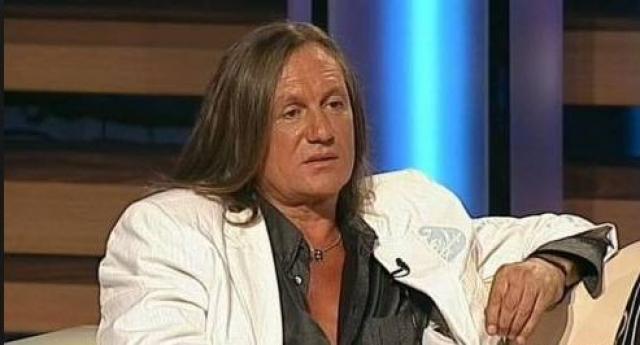 """Только в 2007 году Челобанов снова выступает. """"Второе рождение"""" он получил благодаря проекту """"Ты суперстар"""", где он занял 3 место. Личное счастье певец обрел еще позже - лишь в 2015, когда женился вновь."""