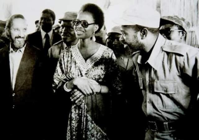 За своего первого мужа, Самора Мешала - президента Мозамбика, Симбине вышла в 1975 году, и их брак просуществовал до 1986 года, пока Машел не погиб в авиакатастрофе.