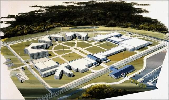 """Butner Federal Prison (Северная Каролина, США). Количество заключенных: 3600. Тип: средняя и минимальная строгость, мужская. Федеральный исправительный комплекс Батнер принимает в своих стенах так называемых """"белых воротничков""""."""