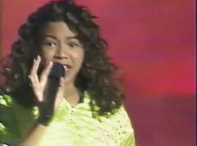 """После этого ее отец организовал девичью группу """"Girls Tyme"""", с которой Бейонсе и начала свой звездный путь."""