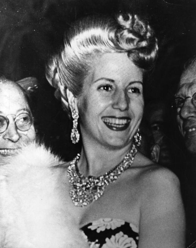 Эва Перон. Жену президента Аргентины Хуана Перона жители страны просто боготворили, но 26 июля 1952 года в возрасте 33 лет Эвита скончалась от рака.