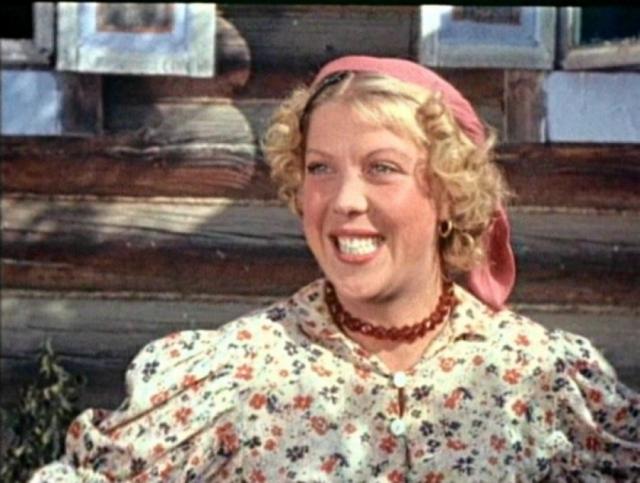 """Тамара Носова. Актриса запомнилась игрой в таких ярких картинах, как """"Женитьба Бальзаминова"""", """"Здравствуйте, я ваша тетя"""" и, конечно, """"Свадьба в Малиновке"""", а также ролью Тоси в """"Карнавальной ночи""""."""