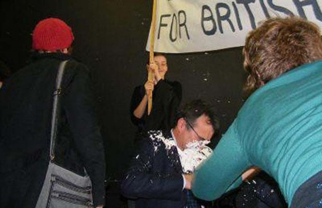Октябрь 2008: Фил Вулас, министр по делам иммиграции, получил в лицо от активиста во время дебатов в Манчестерском университете.
