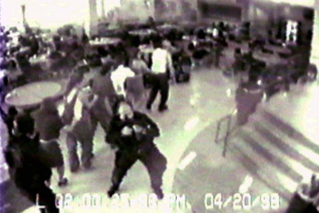 После ухода нападавших из библиотеки большинство пострадавших и свидетелей в ней самостоятельно покинули здание. Пять человек заперлись в комнате для персонала и не выходили из нее до самой эвакуации.