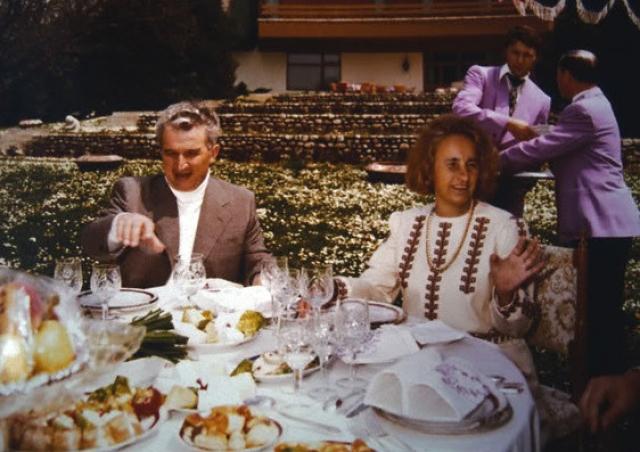 По официальной версии, во время революции, 22 декабря 1989 года супруги Чаушеску, вместе с помощниками и охраной, бежали из столицы. Вначале на вертолете, спасаясь от многотысячной толпы митингующих. Затем Елена вместе с мужем продолжили бегство на автомобиле. Однако в итоге в тот же день они были задержаны армией в городе Тырговиште.