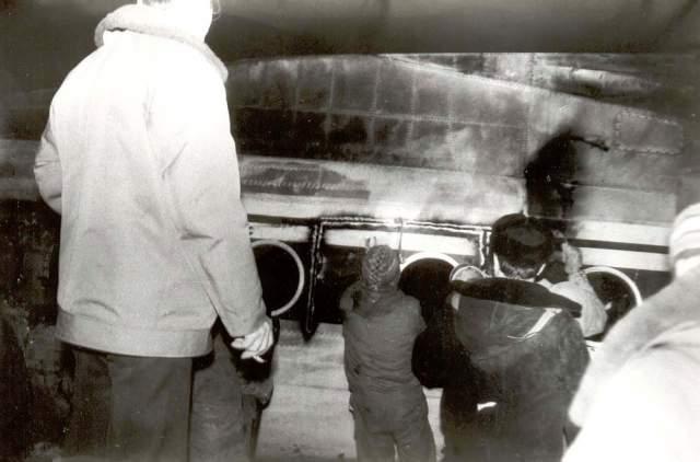 Пассажиры и участники тушения вспоминают, что Жирнов вытащил из самолета несколько человек. И когда он вытащил через кабину пилота женщину, то опустился на землю, сказал, что ему трудно дышать и потерял сознание. Через три дня он умер...