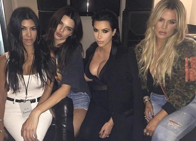 Не на много отстают от Ким и прочие представительницы клана Кардашьян. За один эпизод реалити-шоу, в котором они участвуют, девушки получают по $50 тыс.