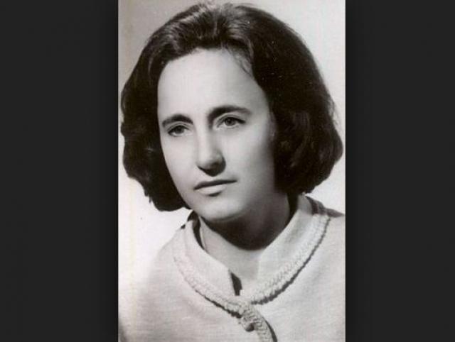 Елена Чаушеску. Девушка родилась в крестьянской семье, не смогла окончить даже деревенскую школу и поехала работать в город, где в 1937 году вступила в Румынскую Коммунистическую партию.
