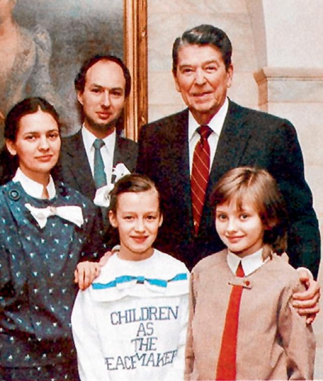 Произошло это в 1986 году. Там Катя даже общалась с главой страны Рональдом Рейганом. Девочка, фото которой печатали известные издания, не успевала раздавать интервью и стала объектом для подражания огромного количества подростков.