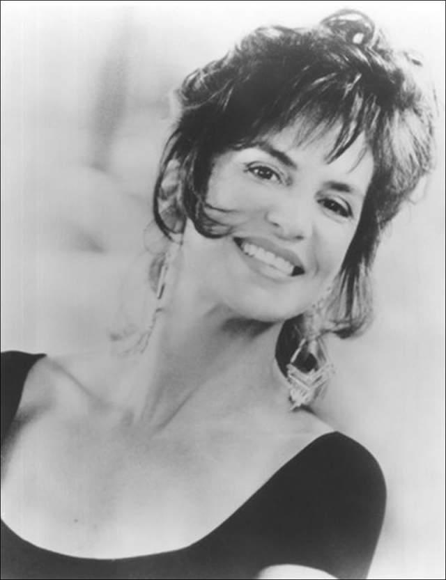Мерседес Рул. Оскароносая актриса отдала на усыновление сына Кристофера в 1976 году, когда ей было 28, потому что, по ее словам, была не готова растить ребенка и материально, и морально.