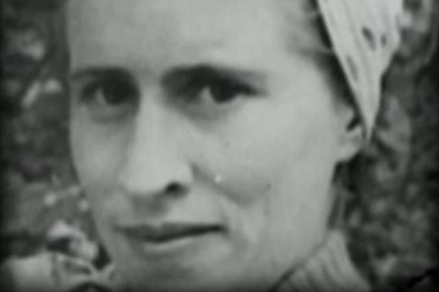 Окончив школу, Антонина отправилась учиться в Москву. Тогда и началась Великая Отечественная война и девушка отправилась добровольцем на фронт.