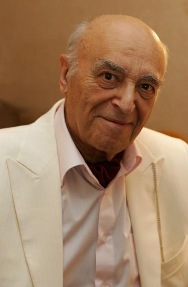 Владимир Этуш. Еще с 1945 года Владимир Этуш занимался преподавательской деятельностью в театральном училище имени Б. В. Щукина, профессором которого он стал в 1976 году.