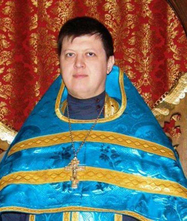 Сын Валерия Золотухина и актрисы Нины Шацкой Денис стал священником, приняв имя Дионисий.