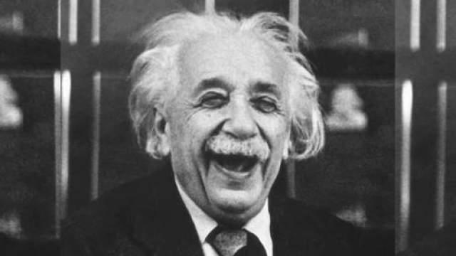 """Альберт Эйнштейн Эйнштейн начал говорить только в четыре года, а писать - в семь. Учителя называли его """"медленным"""" и """"умственно недоразвитым"""". Но у Эйнштейна просто было особое мышление, что подтверждает его Нобелевская премия по физике."""