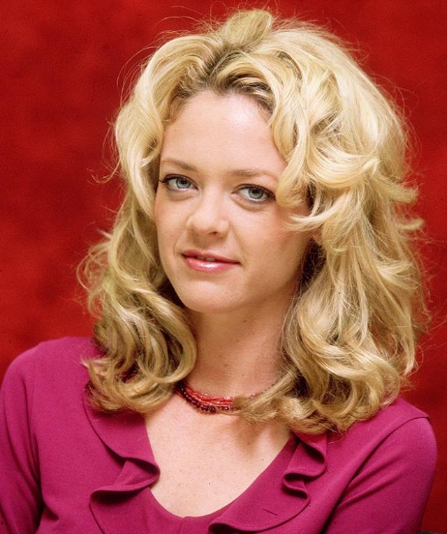 Лиза Робин Келли. 15 августа 2014 года комедийная актриса умерла во сне в реабилитационном центре, куда муж направил ее на лечение от алкоголизма тремя днями ранее.