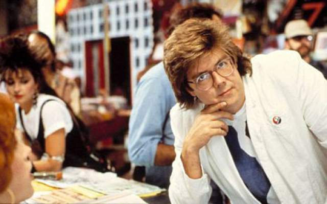 """Джон Хьюз, 1950-2009. Режиссер культовых фильмов 80-х годов """"Шестнадцать свечей"""", """"Клуб «Завтрак»"""" и сценарист легедарного хита """"Один дома"""" (Home Alone), мастер семейных комедий умер в 2009 году."""