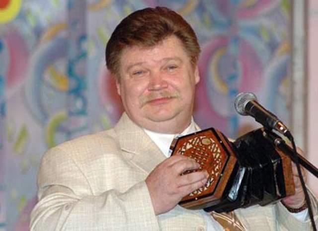 """Николай Бандурин, 56 лет. Этого артиста зрители запомнили благодаря их дуэту с Михаилом Вашуковым, с которым они вместе проработали более 20 лет, в том числе и в знаменитом """"Аншлаге"""". В 2006-м они распались и каждый занялся своим личным проектом."""