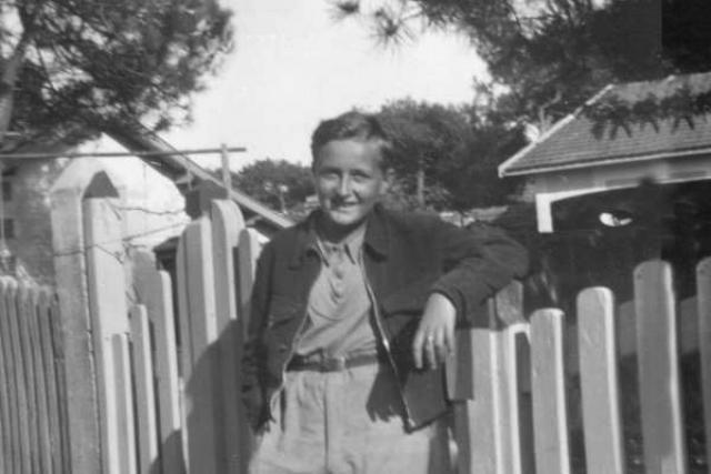 """Георгий Эфрон-младший. Сына Марины Цветаевой, которого она называла """"Мур"""", ждала короткая и трагичная судьба. Он родился в Чехии, вырос во Франции, а в 14 лет впервые попал на свою историческую родину."""