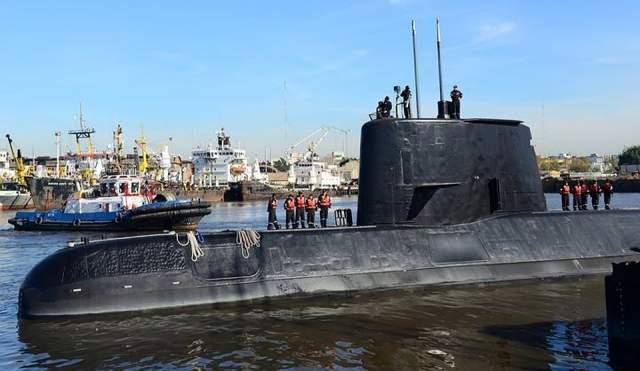 В момент последнего сеанса связи с субмарины сообщили об аварии. На борту находились 44 человека.
