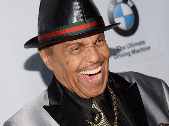 Джо Джексон. Американский музыкальный менеджер, наиболее известный как патриарх музыкальной семьи Джексонов, заработал большой успех в шоу-бизнесе, но большие проблемы как отец.
