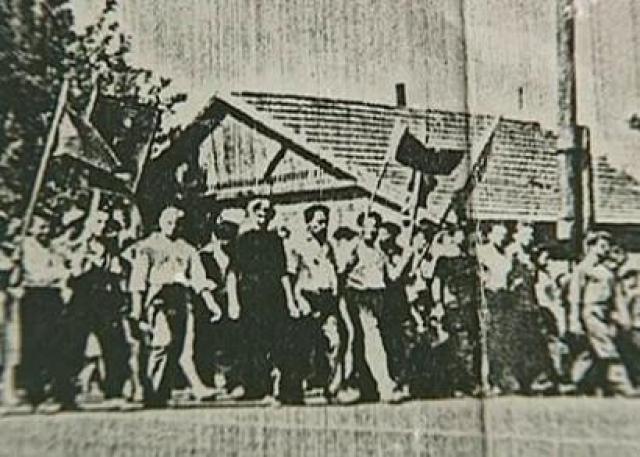 Митинг продолжился: рабочие решили послать делегацию на электродный завод, отключить подачу газа, выставить пикеты у заводоуправления, собраться на следующее утро в 5-6 часов и идти в город, чтобы поднять там восстание, захватить банк, телеграф, обратиться с кличем по всей стране.