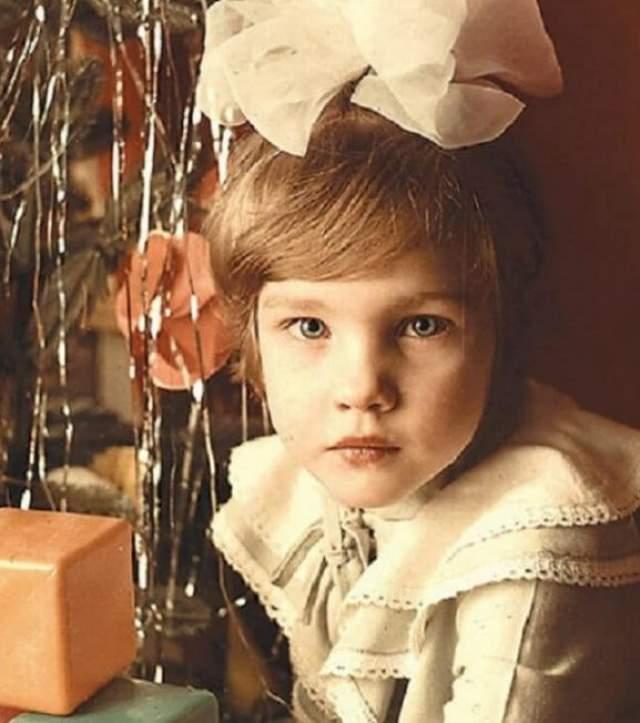 Наталья Водянова под елочкой.