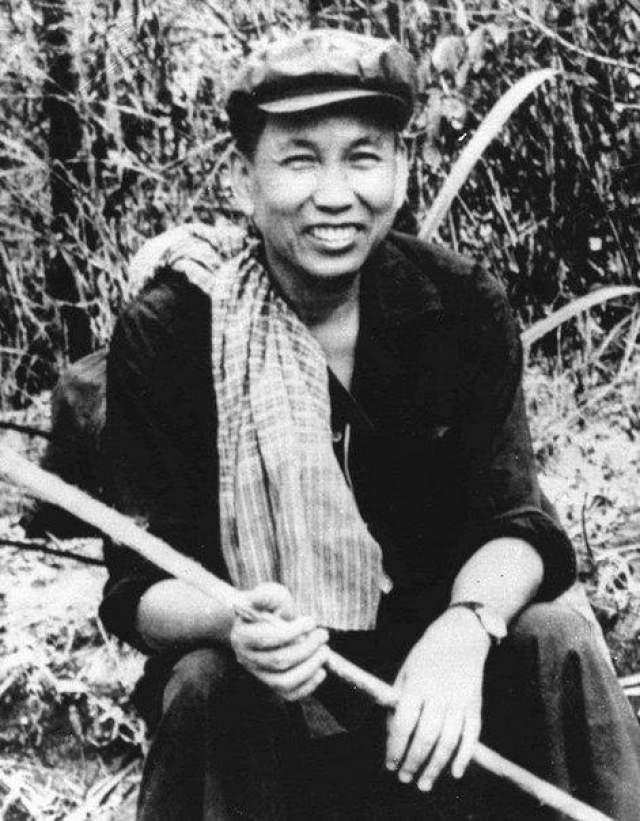 Пол Пот Камбоджийский революционер, известный своим геноцидом и массовыми истреблениями, а также пытками. В молодости Пол Пот проявил себя как талантливый педагог, был милым школьным преподавателем истории и географии. Он умел хорошо работать с детьми, быстро находил с ними общий язык.