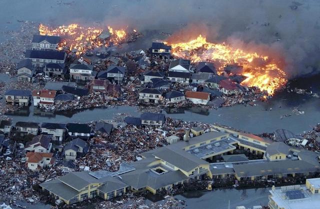 Землетрясение у восточного побережья острова Хонсю в Японии. 11 марта 2011 года землетрясение магнитудой 9,0–9,1 балла произошло в западной части Тихого океана в 130 км к востоку от города Сендай на острове Хонсю. Всего после основного толчка зарегистрировано более четырехсот афтершоков силой 4,5 и более магнитуд.