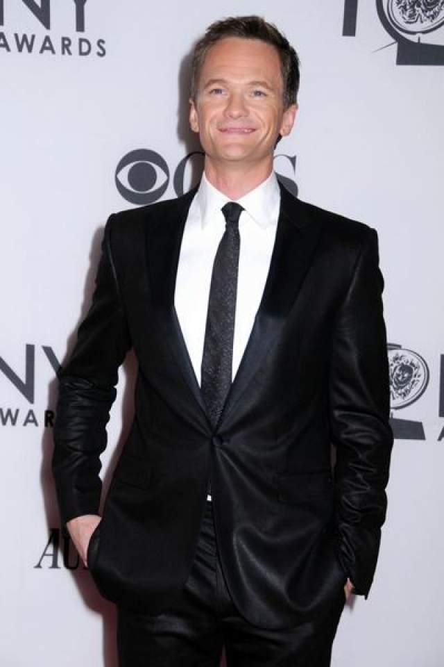 """3 ноября 2006 года актер Нил Патрик Харрис также дал интервью """"People"""": """"Я рад рассеять любые слухи или заблуждения, и я очень горд тем, что могу заявить: я всецело доволен образом жизни гея""""."""