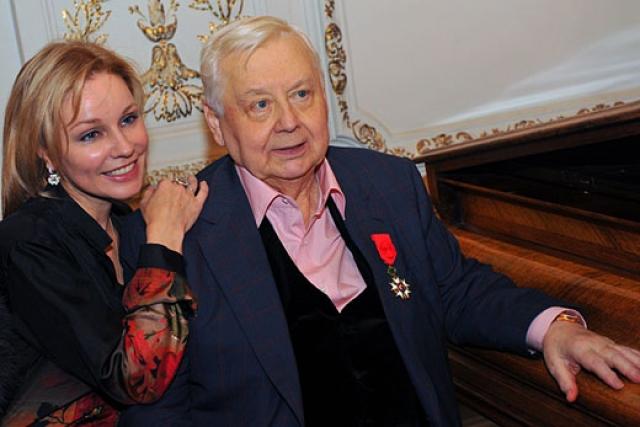 Даже такой долгий срок не стал помехой новому роману: в 1986 году Табаков познакомился с юной выпускницей ГИТИСа Мариной Зудиной. Спустя десять лет романа педагог и ученица сыграли свадьбу.