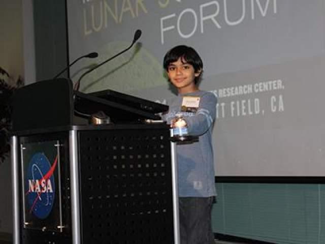 В возрасте 6-ти лет Таниш закончил пять курсов специальной программы для одаренной молодежи Стэндфордского университета всего за шесть месяцев (программа предназначена на 5 лет обучения). Юный вундеркинд регулярно публикует свои мысли на вебсайте НАСА.